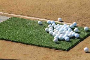 ゴルフ打ちっぱなしのボール